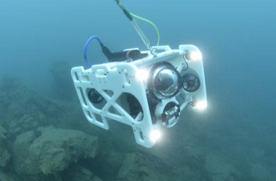 最大潜行可能深度300m
